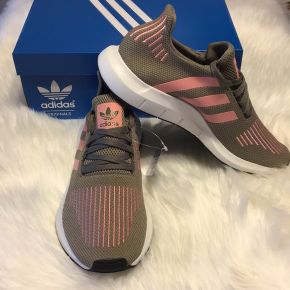 le adidas nwt swift run steeltrace taglia 11 poshmark rosa